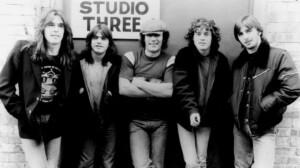 AC/DC:n menestysalbumi täyttää 40 vuotta – Asiaa juhlistavan videosarjan ensimmäinen osa julki