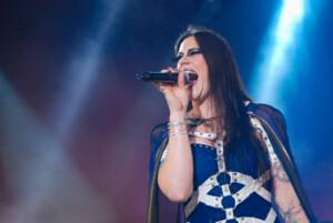 Nightwish-solisti Floor Jansen julkaisi englanninkielisen version hiljattaisesta soolokappaleestaan – kuuntele